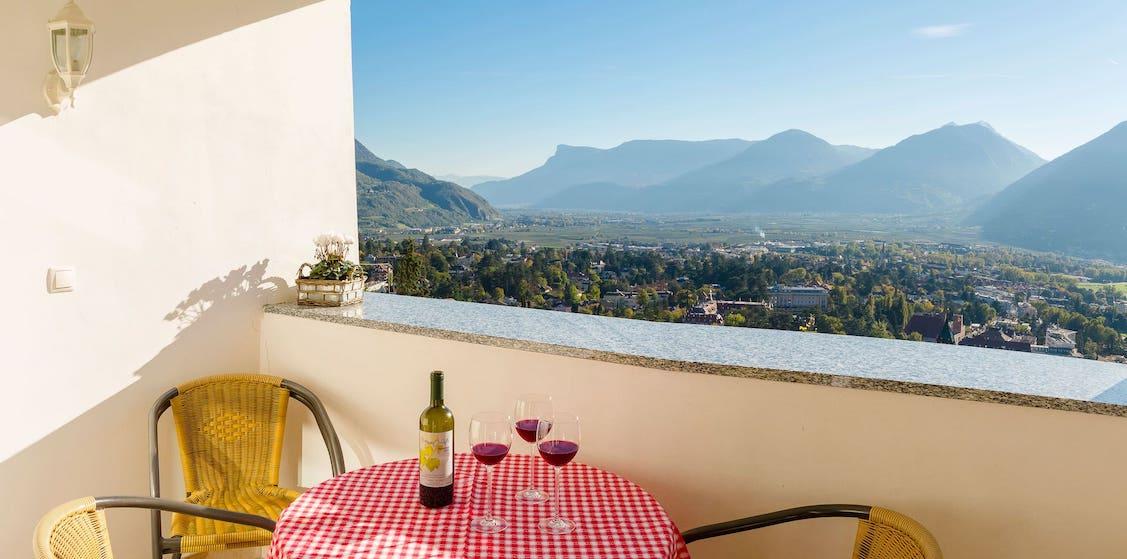 Ausblick über Meran - Urlaub im Appartements Linter Dorf Tirol